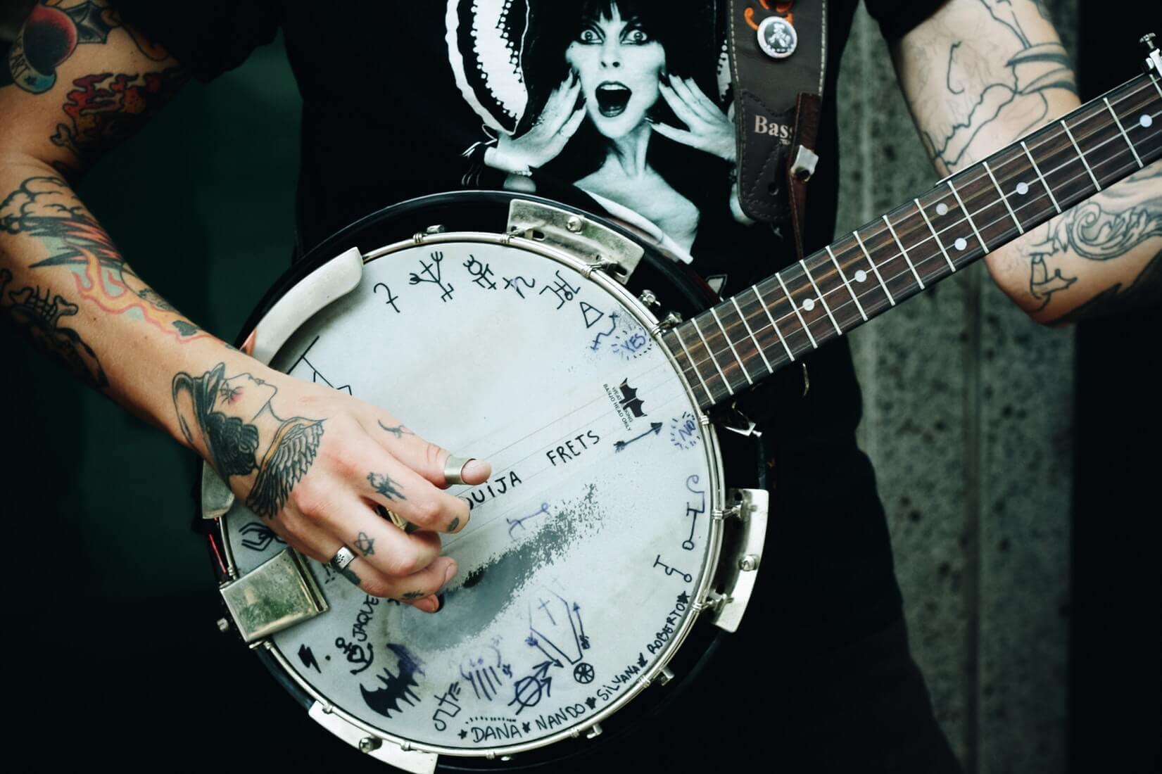 Сколько может заработать уличный музыкант: гайд по странам