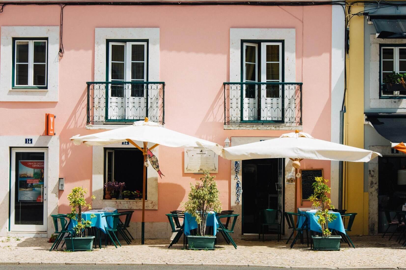 Поясним за новости: туристы переплачивают в европейских кафе