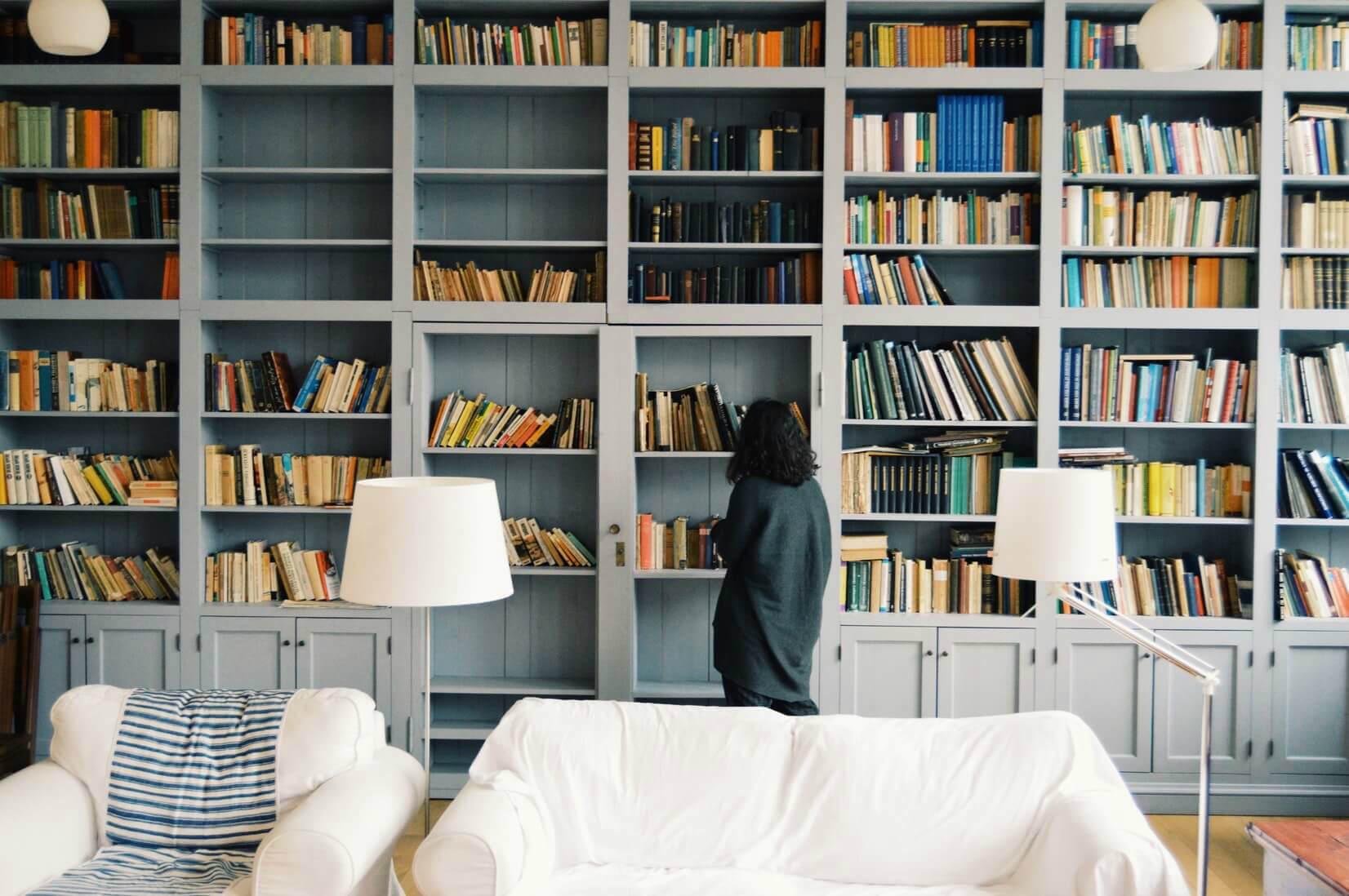 Подборка с книгами: что читать диванным путешественникам
