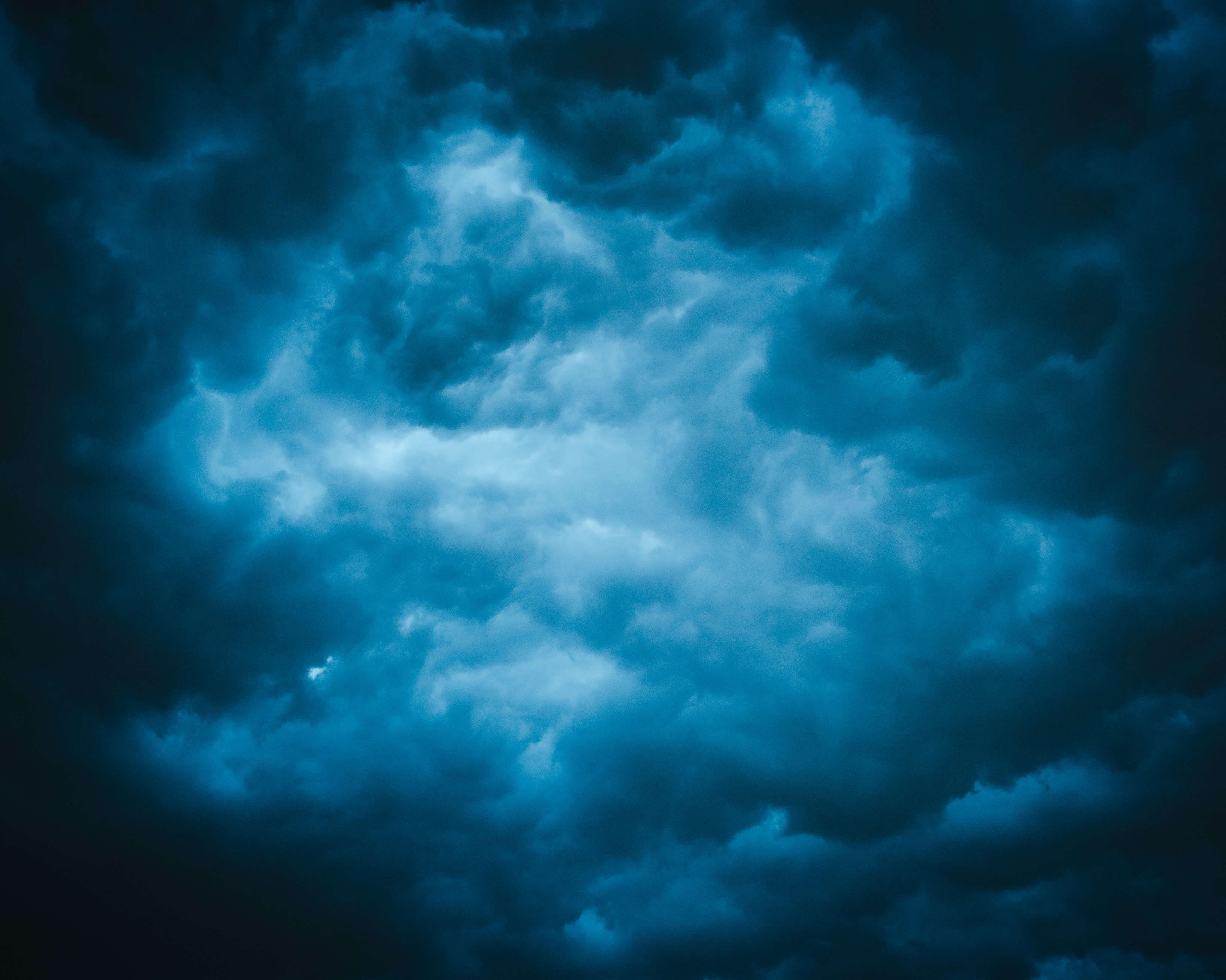 Элли и унесённый домик: что делать, если в отпуске застал ураган