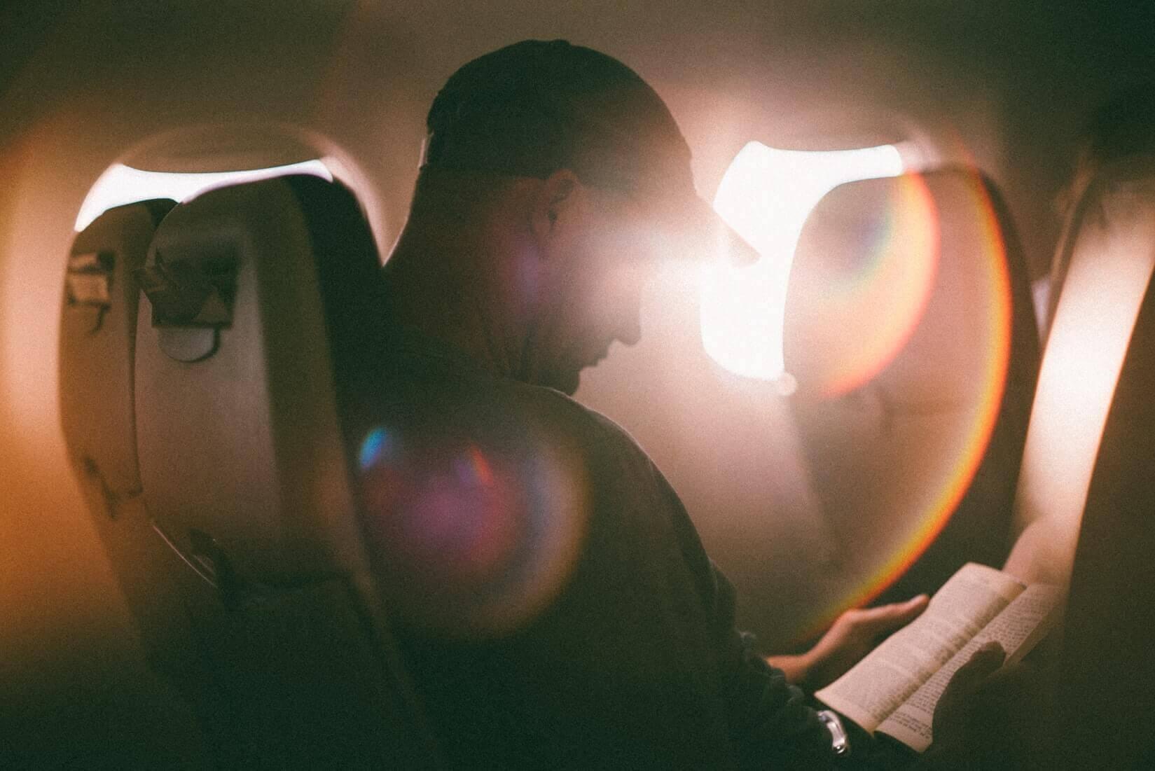 Поясним за новости: есть способ откинуться в самолёте
