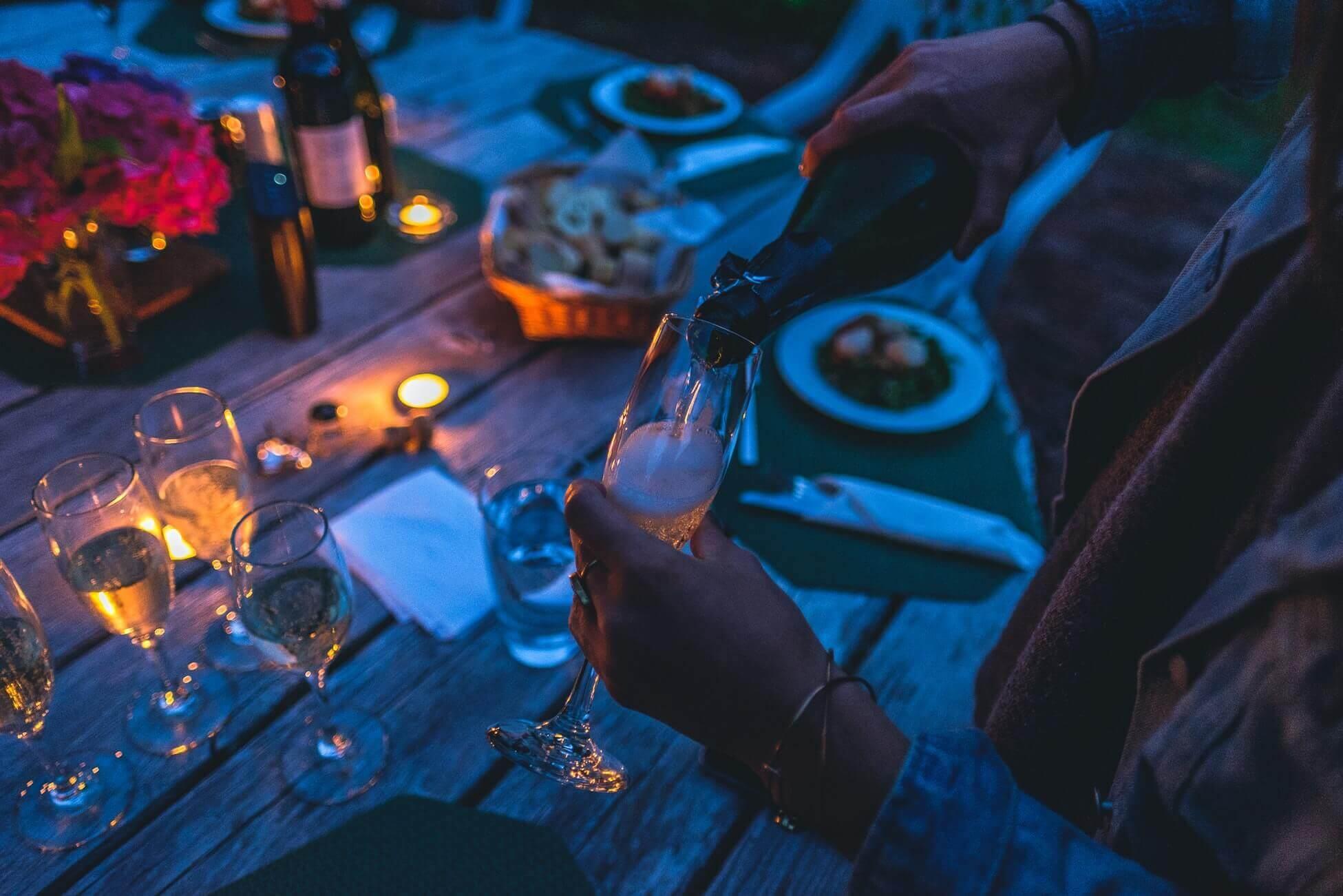 Поясним за новости: пенсионерка из Канады осталась дома без вина