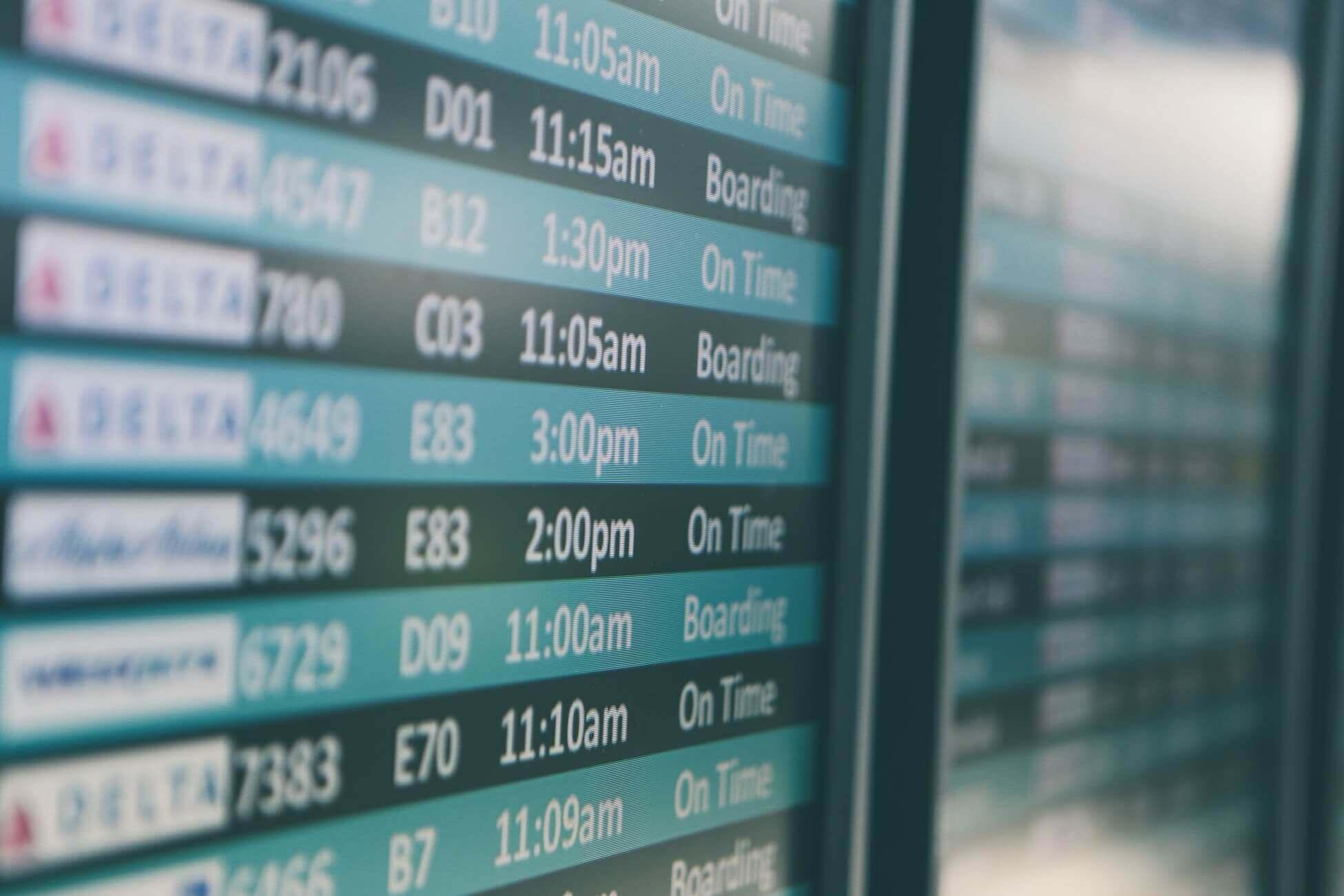 Поясним за новости: почему на табло в Шереметьево есть рейсы за рубеж