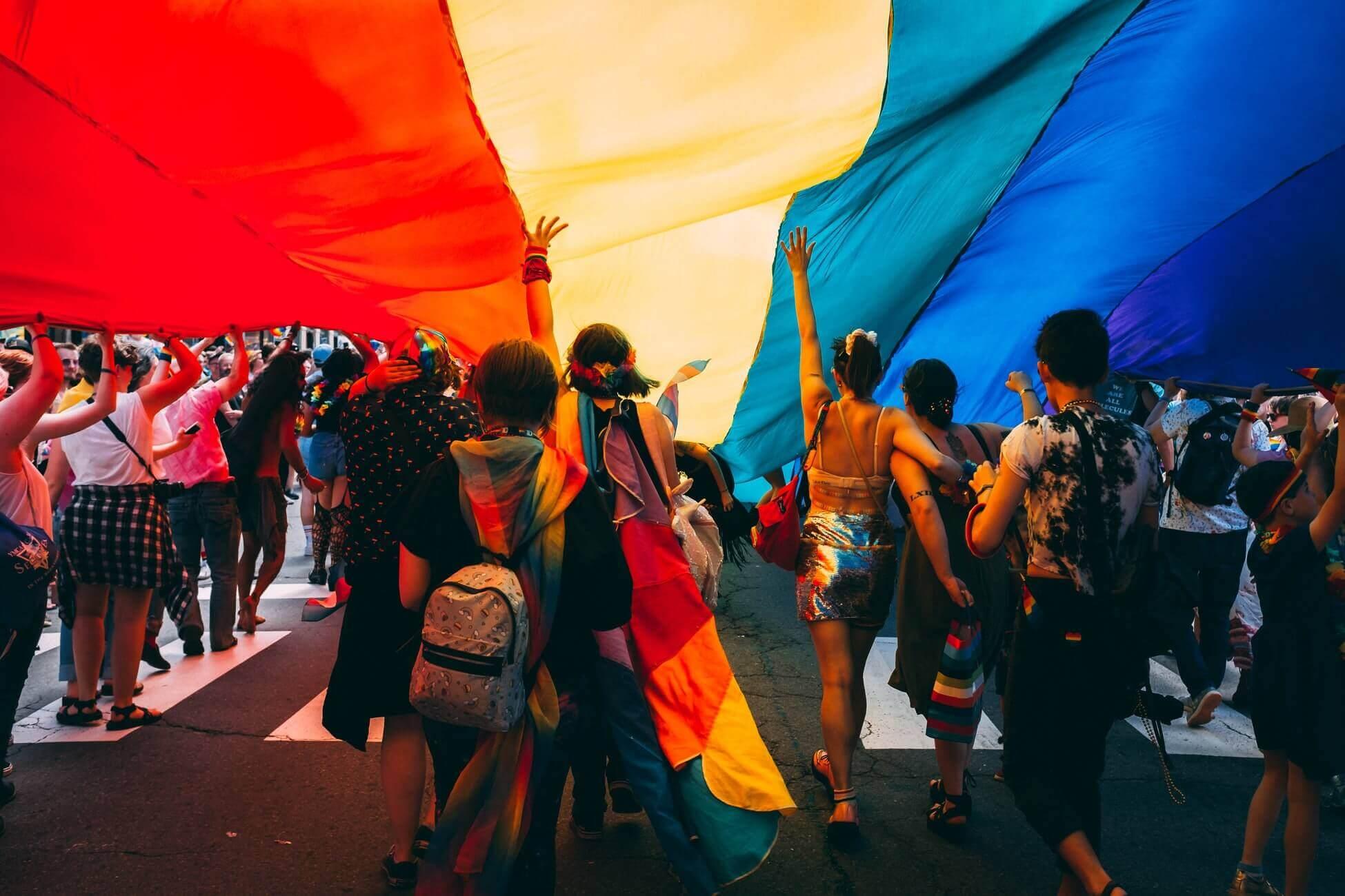 Поясним за новости: в Черногории можно жениться однополым парам