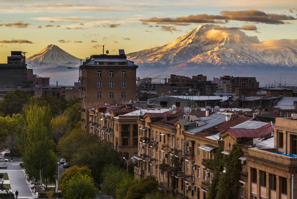 Армения открыта, но туда пустят не всех. Как так?