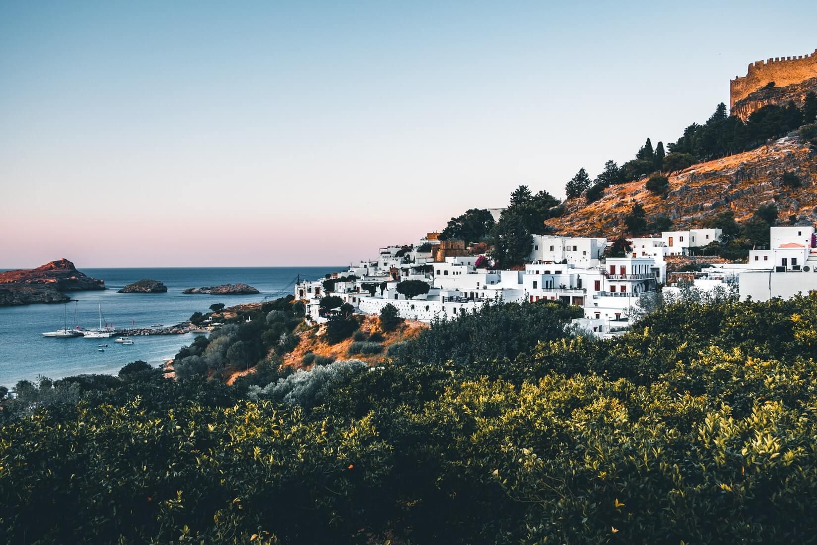 Греция взялась за непривитых туристов