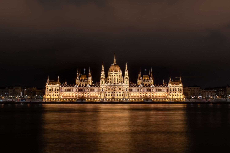 Виза в Венгрию: как все места в визовых центрах закончились, а потом нашлись